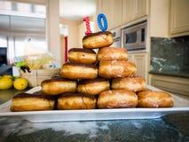Σωρός Donuts με το κερί γενεθλίων Στοκ εικόνα με δικαίωμα ελεύθερης χρήσης