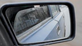 Σωστός βρώμικος οπισθοσκόπος καθρέφτης αυτοκινήτων, άποψη καθρεφτών φιλμ μικρού μήκους