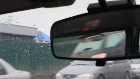 Σωστός βρώμικος οπισθοσκόπος καθρέφτης αυτοκινήτων, άποψη καθρεφτών απόθεμα βίντεο