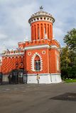Σωστό ένα από ένα ζευγάρι των πύργων στη κυρία είσοδος στο συγκρότημα του παλατιού Petroff, Μόσχα, Ρωσία Στοκ φωτογραφίες με δικαίωμα ελεύθερης χρήσης