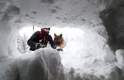 Σωτήρας από την υπηρεσία διάσωσης βουνών Στοκ εικόνα με δικαίωμα ελεύθερης χρήσης