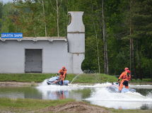 Σωτήρας EMERCOM στο aquabike στη σειρά του κέντρου EMERCOM διάσωσης Noginsk της Ρωσίας Στοκ φωτογραφία με δικαίωμα ελεύθερης χρήσης