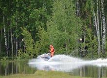 Σωτήρας EMERCOM στο aquabike στη σειρά του κέντρου EMERCOM διάσωσης Noginsk της Ρωσίας Στοκ εικόνα με δικαίωμα ελεύθερης χρήσης