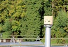 σωλήνας διεξόδων για την αποθήκευση του φυσικού αερίου στις εγκαταστάσεις καθαρισμού Στοκ εικόνα με δικαίωμα ελεύθερης χρήσης