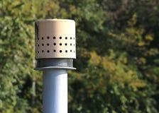 σωλήνας διεξόδων επάνω από τον κύλινδρο για την αποθήκευση του φυσικού αερίου Στοκ Εικόνες