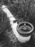 Σωλήνας στη χλόη Στοκ φωτογραφίες με δικαίωμα ελεύθερης χρήσης