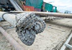 Σωλήνας τρυπανιών πετρελαίου στο υπόβαθρο Στοκ εικόνα με δικαίωμα ελεύθερης χρήσης