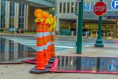 Σωλήνες κινδύνου πεζοδρομίων πόλεων στοκ φωτογραφία με δικαίωμα ελεύθερης χρήσης