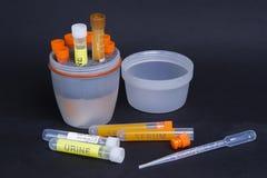 Σωλήνες δοκιμής και dropper ιατρικής στο εργαστήριο Στοκ Φωτογραφία