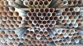 Σωλήνες που συσσωρεύονται σε ένα εργοτάξιο Στοκ Εικόνα