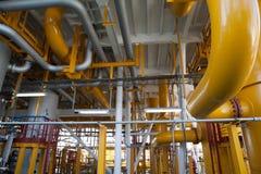 Σωλήνωση πλατφορμών πετρελαίου και σύστημα μεταφοράς πίεσης Στοκ Φωτογραφία