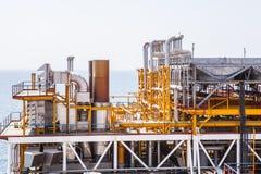 Σωλήνωση πλατφορμών πετρελαίου και σύστημα μεταφοράς πίεσης Στοκ Φωτογραφίες