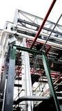 Σωληνώσεις και καλώδιο χάλυβα σε εγκαταστάσεις Στοκ Εικόνες