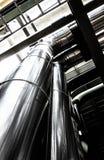 Σωληνώσεις και καλώδιο χάλυβα σε εγκαταστάσεις Στοκ φωτογραφίες με δικαίωμα ελεύθερης χρήσης