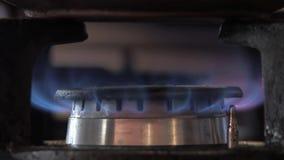 Σόμπα αερίου που αναφλέγεται απόθεμα βίντεο