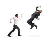 Σύγκρουση μεταξύ δύο επιχειρηματιών Στοκ εικόνα με δικαίωμα ελεύθερης χρήσης
