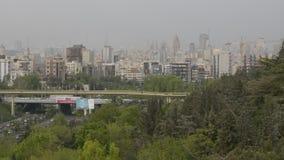 Σύγχρονα αρχιτεκτονικά κτήρια εποχής οριζόντων της Τεχεράνης την άνοιξη φιλμ μικρού μήκους