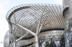 Σύγχρονα αρχιτεκτονικά σχέδια της Σιγκαπούρης στο δρόμο οπωρώνων Στοκ εικόνα με δικαίωμα ελεύθερης χρήσης