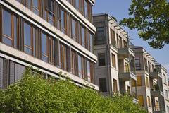 Σύγχρονα, αστικά κατοικημένα κτήρια Στοκ Φωτογραφία