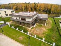Σύγχρονα εξοχικά σπίτια κάτω από την κατασκευή Στοκ φωτογραφία με δικαίωμα ελεύθερης χρήσης