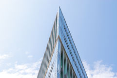 Σύγχρονα επιχειρησιακά κτήρια με το υπόβαθρο ουρανού Στοκ φωτογραφία με δικαίωμα ελεύθερης χρήσης