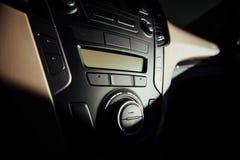 Σύγχρονα εσωτερικά ταμπλό αυτοκινήτων και τιμόνι Στοκ φωτογραφία με δικαίωμα ελεύθερης χρήσης