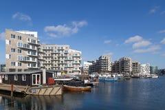Σύγχρονα διαμερίσματα και houseboats στην Κοπεγχάγη, Δανία Στοκ εικόνα με δικαίωμα ελεύθερης χρήσης