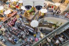 Σύγχρονα κάμερα ασφαλείας στην αγορά στοκ εικόνες με δικαίωμα ελεύθερης χρήσης
