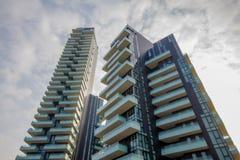 Σύγχρονα κατοικημένα κτήρια στο κέντρο του Μιλάνου Στοκ Φωτογραφίες