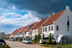 Σύγχρονα κατοικημένα σπίτια στις Κάτω Χώρες στοκ εικόνα