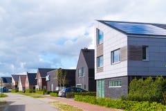 Σύγχρονα κατοικημένα σπίτια στις Κάτω Χώρες στοκ φωτογραφίες