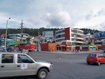 Σύγχρονα κτήρια, άνθρωποι, αυτοκίνητα στις οδούς κύριο cit Στοκ εικόνες με δικαίωμα ελεύθερης χρήσης