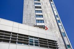 Σύγχρονα κτήρια και σημάδι της La Poste Στοκ Φωτογραφίες