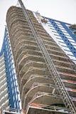 Σύγχρονα κτήρια πόλεων κάτω από την οικοδόμηση ή τη συντήρηση Στοκ φωτογραφία με δικαίωμα ελεύθερης χρήσης