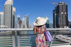 Σύγχρονα κτήρια στη μαρίνα του Ντουμπάι Στοκ φωτογραφίες με δικαίωμα ελεύθερης χρήσης
