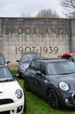 Σύγχρονα ΜΙΝΙ αυτοκίνητα στο μίνι γεγονός ημέρας Brooklands του 2017 Στοκ φωτογραφίες με δικαίωμα ελεύθερης χρήσης