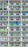Σύγχρονα σπίτια πολυόροφων κτιρίων στο πράσινο και μπλε χρώμα Στοκ Φωτογραφία