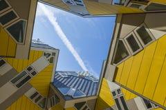 Σύγχρονα στοιχεία σχεδίου αρχιτεκτονικής πόλεων κτηρίων γνωστά κυβικά σπίτια που σχεδιάζονται ως από Piet Blom στο Ρότερνταμ Στοκ Εικόνα