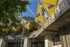 Σύγχρονα στοιχεία σχεδίου αρχιτεκτονικής πόλεων κτηρίων γνωστά κυβικά σπίτια που σχεδιάζονται ως από Piet Blom Στοκ Εικόνα