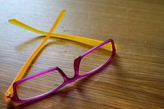 Σύγχρονα φοβιτσιάρη γυαλιά Στοκ Φωτογραφία