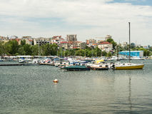 Σύγχρονες γιοτ και βάρκες Στοκ φωτογραφία με δικαίωμα ελεύθερης χρήσης