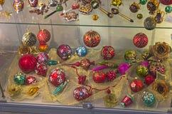 Σύγχρονες διακοσμήσεις χριστουγεννιάτικων δέντρων Στοκ Εικόνα