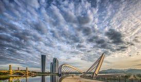 Σύγχρονες κτήριο και γέφυρα ΙΙΙ Στοκ Εικόνες