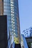 Σύγχρονες κτήριο και κυλιόμενη σκάλα Στοκ Εικόνες