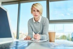 σύγχρονες νεολαίες επιχειρηματιών Στοκ Εικόνες