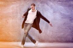 σύγχρονες νεολαίες χορευτών Στοκ εικόνες με δικαίωμα ελεύθερης χρήσης