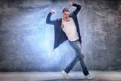 σύγχρονες νεολαίες χορευτών Στοκ Φωτογραφία