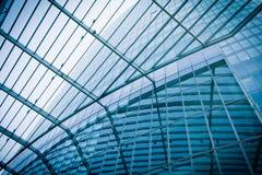 Σύγχρονες σκιαγραφίες γυαλιού των ουρανοξυστών.   Επιχειρησιακό κτήριο Στοκ εικόνα με δικαίωμα ελεύθερης χρήσης