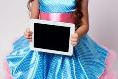 σύγχρονες τεχνολογίες λευκό ταμπλετών απεικόνισης σχεδίου υπολογιστών ανασκόπησης μπλε φόρεμα maike Στοκ Φωτογραφίες