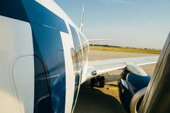 Σύγχρονη απογείωση φτερών αεροσκαφών Tamrac και προσγείωσης μερών ατράκτων στοκ φωτογραφίες